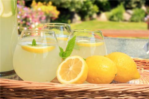 喝柠檬水能淡化痘印吗?柠檬水的作用,喝柠檬水的禁忌