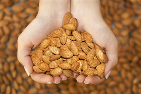 女人吃杏仁的好处和坏处有哪些?杏仁有营养,大量服用却有危险
