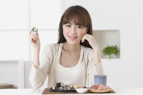 女人吃蛇胆的功效与作用,女人吃蛇胆需要注意些什么,要根据自身的体质来选择