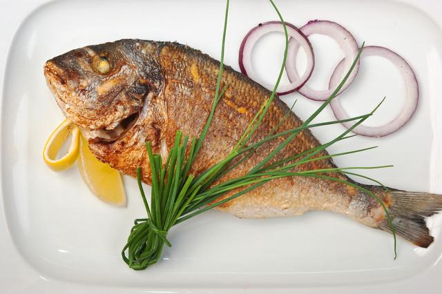 鱼刺卡在喉咙怎么办