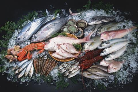吃鱼不能大口吃,鱼刺卡在喉咙怎么办?