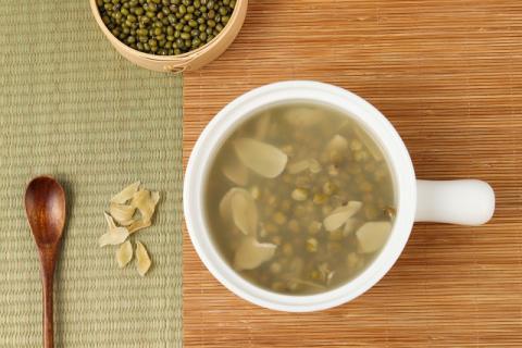 绿豆汤的家常做法有哪些?煮出来的绿豆汤为什么是红色的