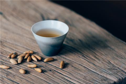 过量食用松子会造成哪些危害?松子的食疗价值有哪些?