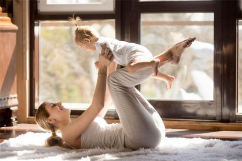 上完瑜伽�n可以喂奶��?哺乳期�瑜伽的好�?