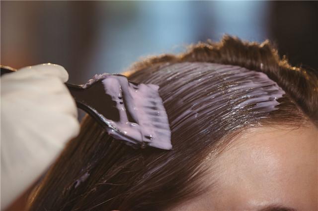 哺乳期能染发吗