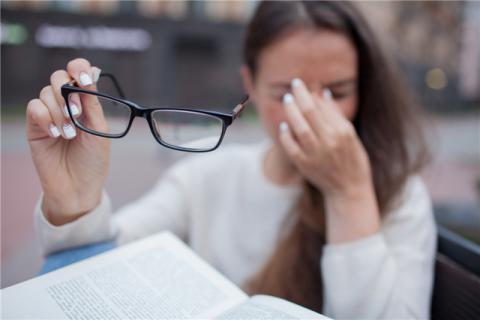 佩戴隐形眼镜有什么好处?同时有哪些缺点?