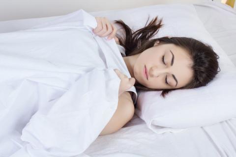 睡前不能碰的食物,睡觉前这几种食物绝对不能吃