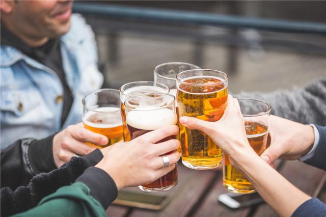 喝啤酒的好处有哪些?怎么喝啤酒更健康?