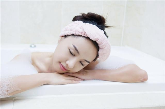 经常洗澡会让湿气变重吗?哪些洗澡习惯会加重湿气?