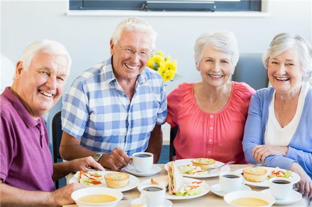 老年人一天吃几餐最好?吃什么对老年人身体好?
