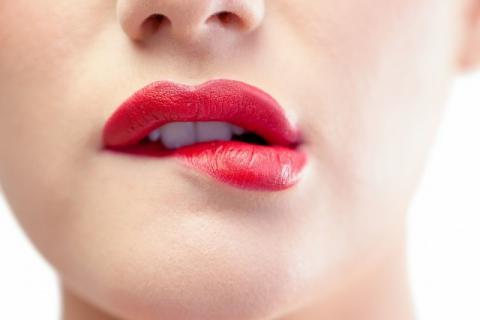 嘴巴苦可以吃什么改善?嘴巴苦的原因