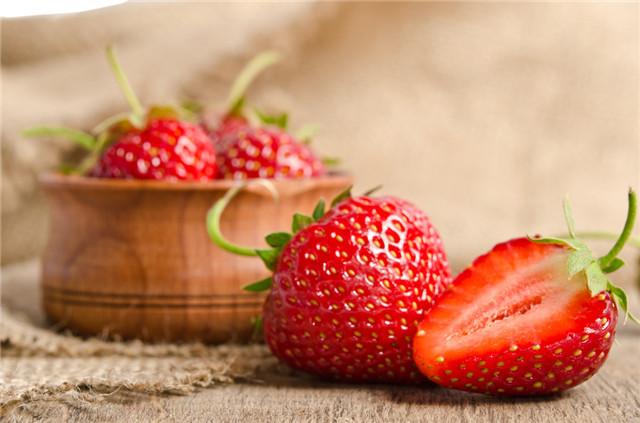 草莓掉色正常吗?哪种水果会掉色?