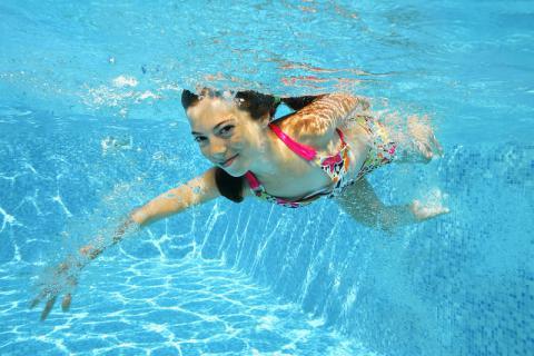 秋冬可以游泳吗?秋冬季节游泳的注意事项