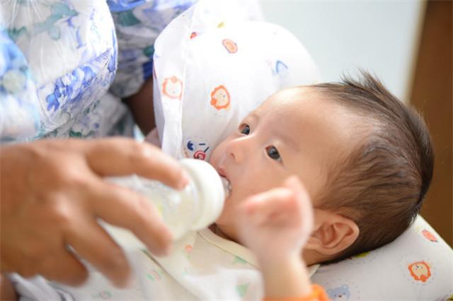 婴儿不吃奶瓶怎么办?人工喂奶的正确方式请查收