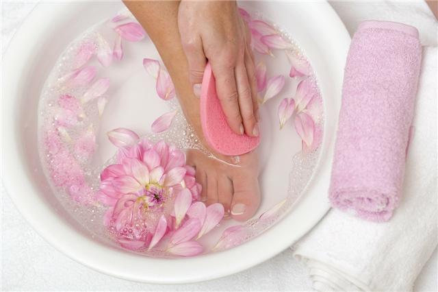 冬季泡脚的好处与禁忌,冬天怎样正确泡脚?