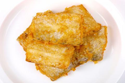 炸带鱼为什么要裹面粉