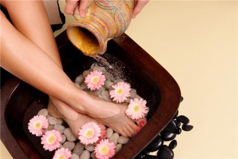 春季泡脚的好处和最佳时间,泡脚不仅适合冬天