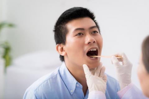 喉咙有痰咳不出怎么办?要及时解决不能忽视
