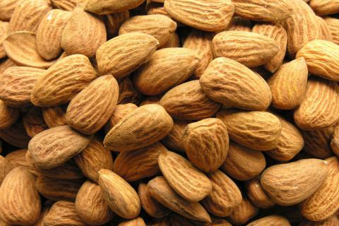 巴旦杏和巴旦木有什么区别?巴旦木有什么功效?