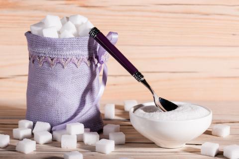 白糖与冰糖有什么不同?白糖与冰糖分别有哪些好处功效?