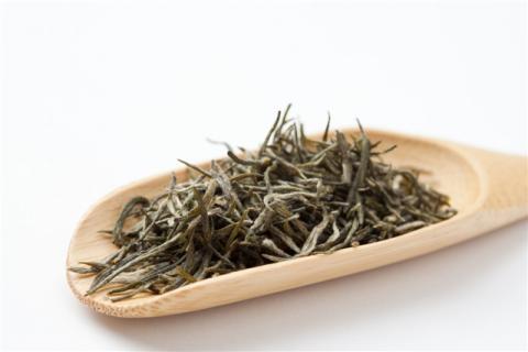 白茶适不适合夏天喝?喝白茶的保健作用和注意事项