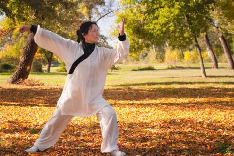 八段锦的保健功效有哪些?八段锦适合哪些人练习?