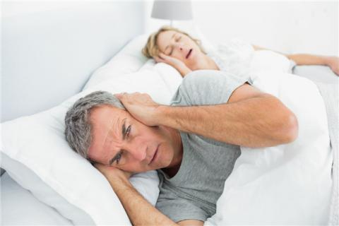 打呼噜是什么原因造成的?防止打呼噜的简单方法