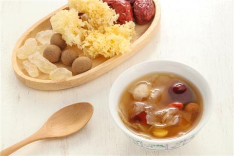 冰糖银耳红枣汤的功效与禁忌