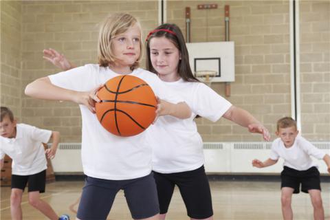 儿童打篮球的好处,儿童在哪个年龄段打篮球最好?
