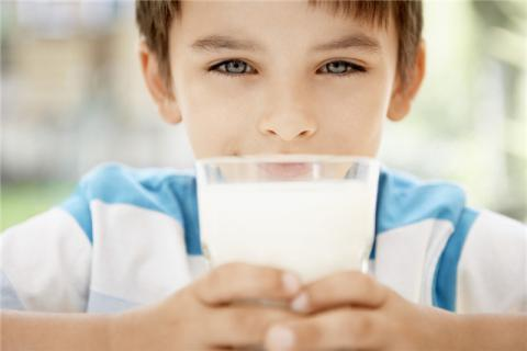 男生喝纯牛奶的好处