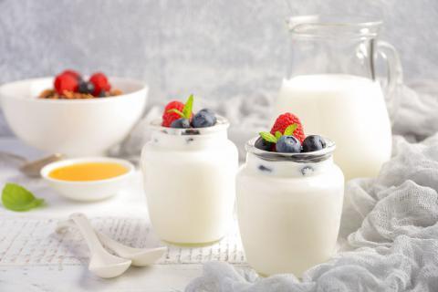 空腹喝酸牛奶好吗?酸牛奶的保健作用