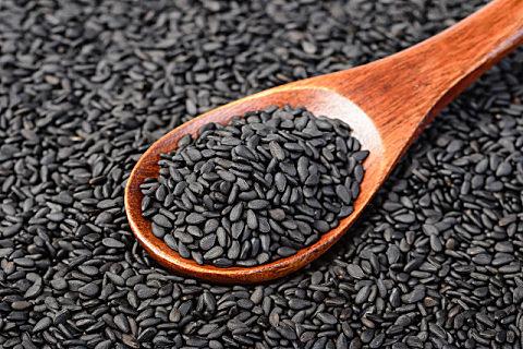 每天吃黑芝麻对皮肤有好处吗?什么人不适合吃黑芝麻?