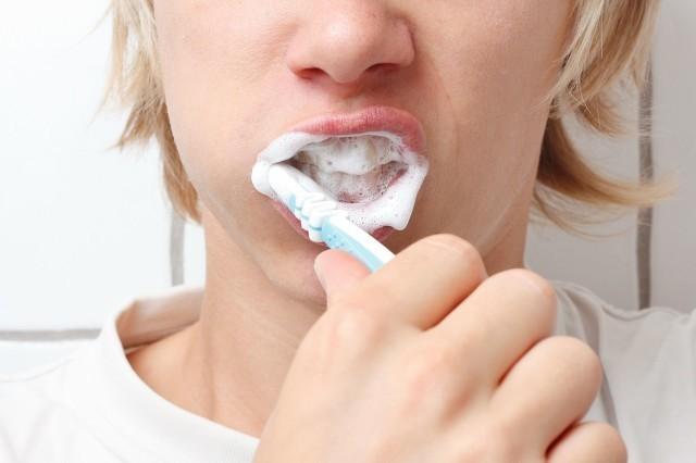 牙齿变白可以用盐吗?牙齿变白有哪些方法?