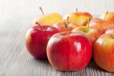 """早上起床吃苹果好吗?苹果适合什么时候吃?"""""""