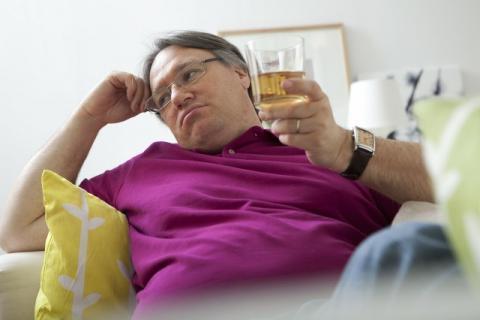 """喝酒第二天胃难受怎么办?为什么会出现这种情况?"""""""