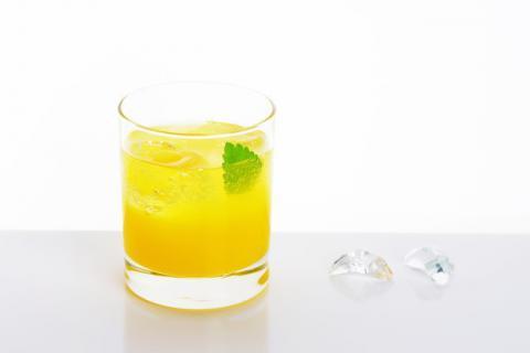 柠檬蜂蜜水有什么作用?喝柠檬蜂蜜水要注意什么?