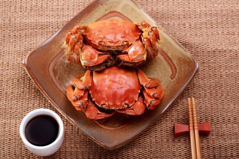 吃螃蟹不能吃什么食物