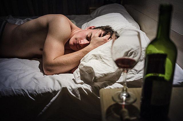 睡前喝红酒的好处,什么人不能喝红酒?