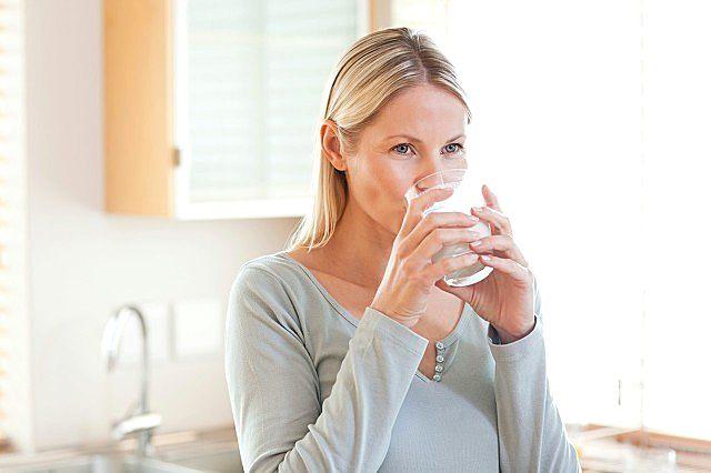 女性口干舌燥什么原因?经常口干舌燥怎么办?