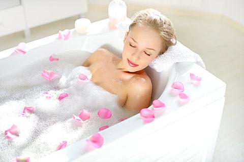 夏天适合洗热水澡吗