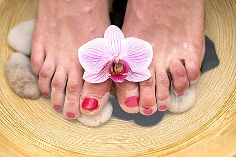 花椒水加盐泡脚有什么功效?夏天泡脚的注意事项