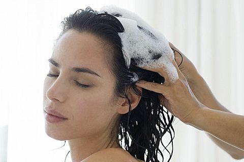 头发油能不能天天洗