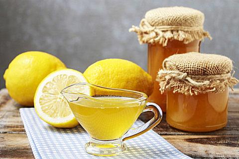 柠檬蜂蜜水的正确饮用时间,喝柠檬蜂蜜水有什么好处?