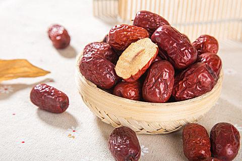 吃阿胶枣的保健作用
