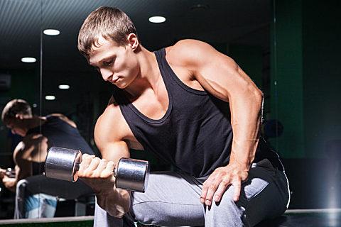 如何锻炼肱二头肌