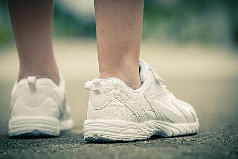 小白鞋脏了怎么清洗?小白鞋变黄是什么原因?