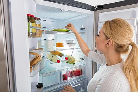 什么食物不适合放在冰箱里?冰箱怎么保养和清洁?
