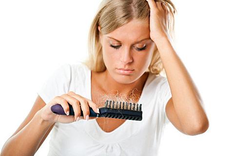 女性斑秃是什么原因造成的
