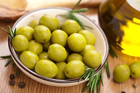 橄榄不能和什么一起吃