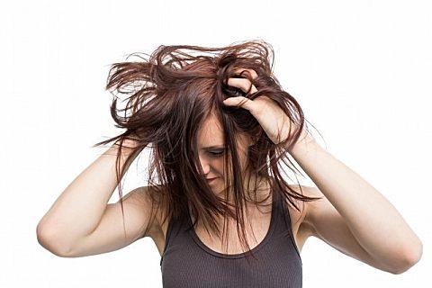 头发油可以用散粉吗